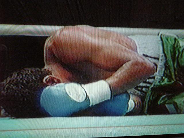 《☆再起戦!…(WBA世界フェザー級8位)榎洋之(角海老宝石)対インドネシア.フェザー級王者・アルデイ・デイエゴ(インドネシア)》