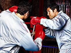 """《ボクシングファン必見!オスカー・デラ・ホーヤ引退特別番組""""The Golden Boy""""》WOWOWで放送!12/17(木)夜10:00〜/数々の名勝負を繰り広げたデラ・ホーヤがボクシング人生のすべてを語る!"""