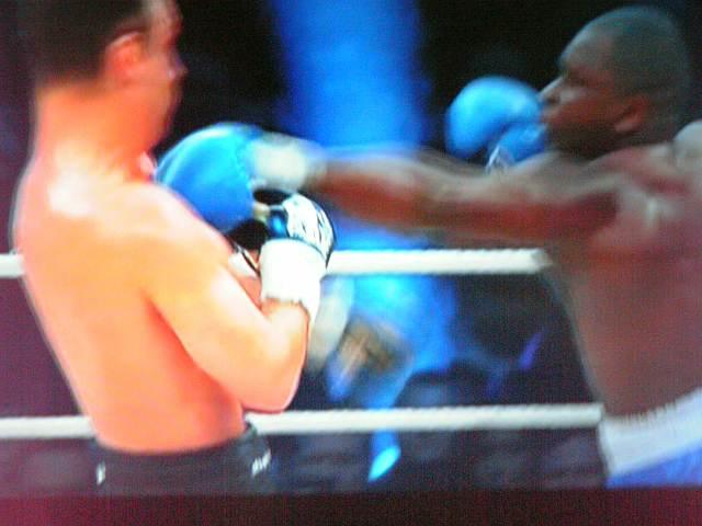 《WBC世界ヘビー級タイトルマッチ12回戦!》12月13日/スイス・ベルン