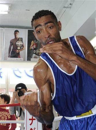 《WBA世界S・フェザー級王者・内山高志(ワタナベ)対アンヘル・グラナドス(ベネズエラ)の巨人対決はどうなる!》